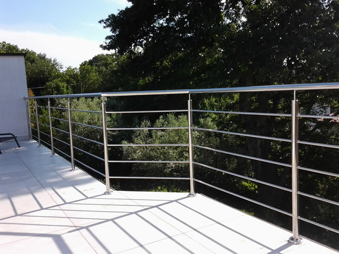 Steel balcony handrail images for Stainless steel balcony
