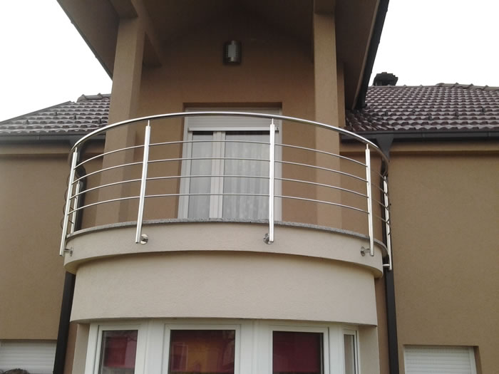 Stainless steel balcony railings aston inox for Balcony steel railing designs pictures